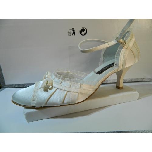 a8b1cd1f498 Dámské boty společenské svatební bílé